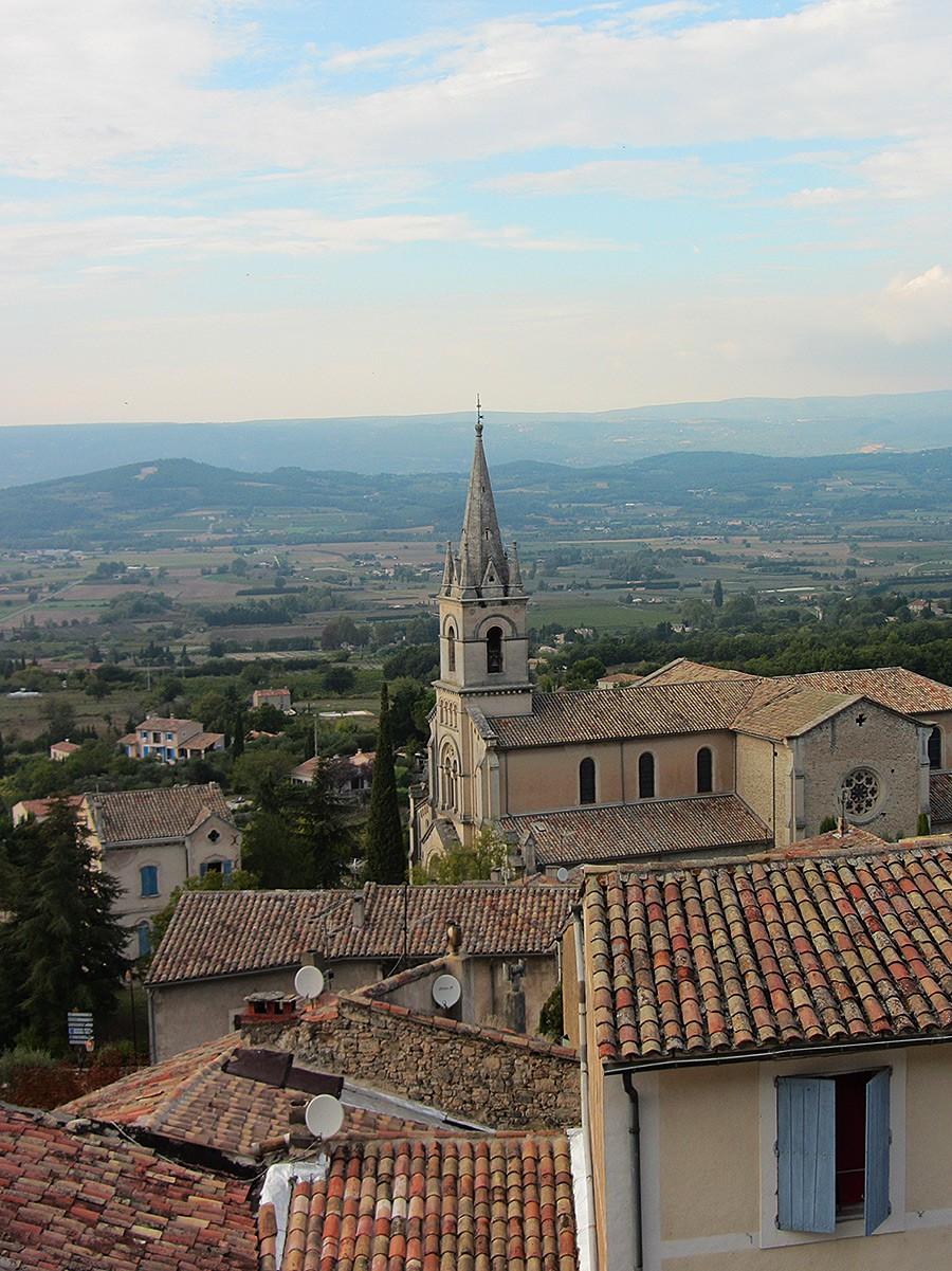 Bas de Bonnieux and the Église Neuve, Provence
