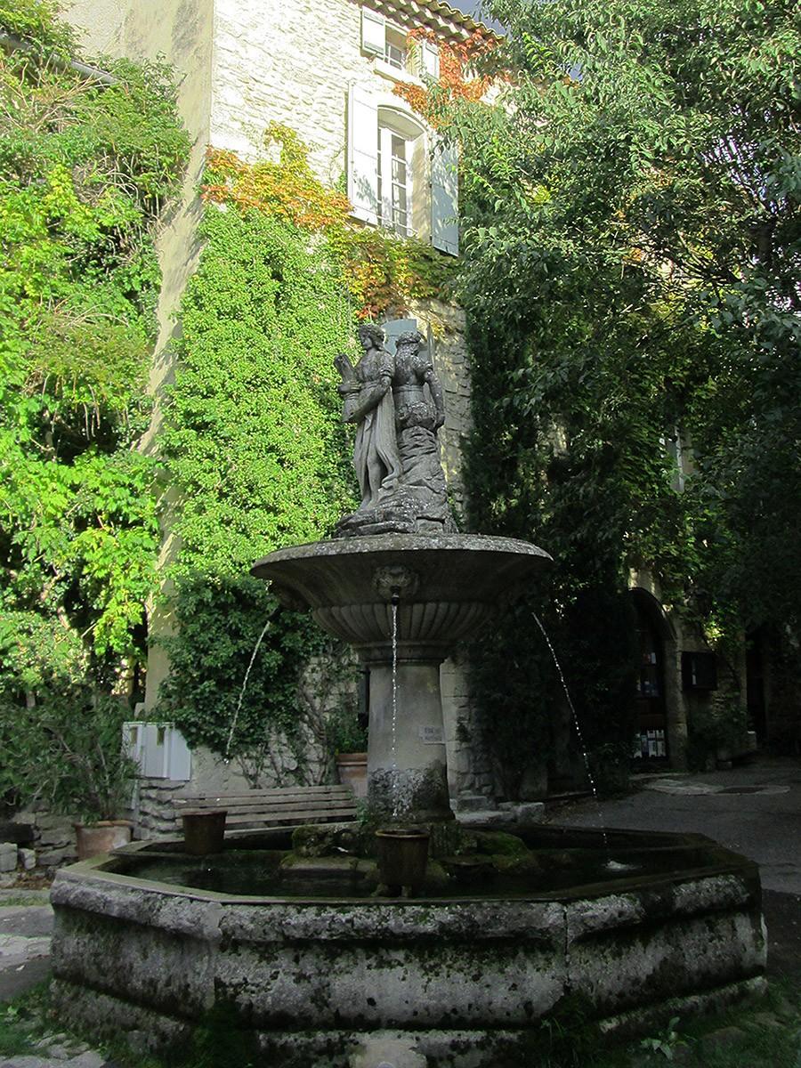 Place de la Fontaine, Saignon, France
